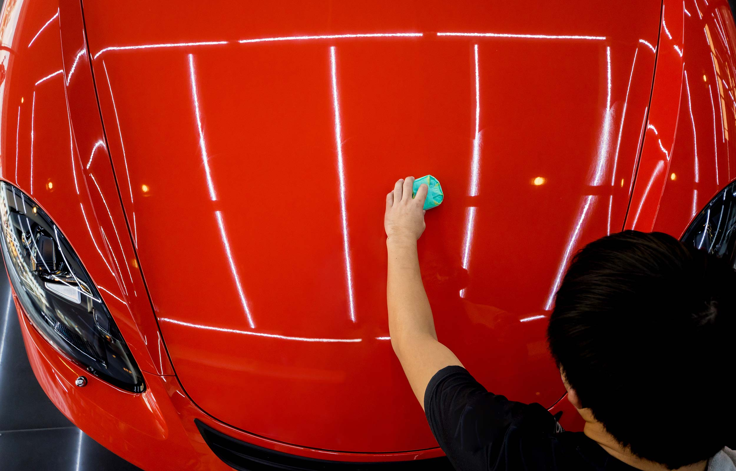 Car-Detailling-Haube-rot